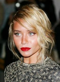 A strong red lip to face the day olsen twins, hair colors, messy hair, wavy hair, ashley olsen, hair makeup, red lips, lipstick, makeup looks