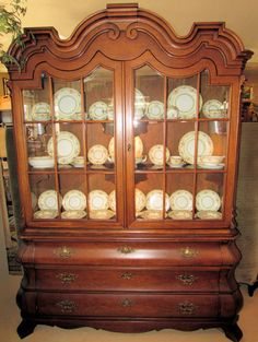 HENREDON DOROTHY DRAPER VIENNESE COLLECTION LIGHTED CHINA DISPLAY CABINET China DisplayDisplay CabinetsChina CabinetDining RoomShowcases