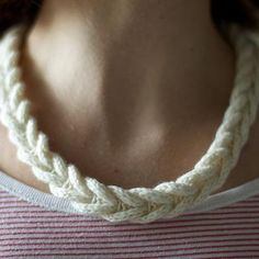 cabled braided necklace tutorial (knit with a tiny bit of crochet) Knitted Necklace, Braided Necklace, Braided Bracelets, Knitted Jewelry, Rope Necklace, Loom Knitting, Knitting Patterns Free, Knit Patterns, Free Pattern