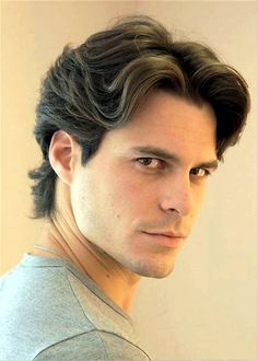 Wavy Hair Men, Haircuts For Wavy Hair, Boy Hairstyles, Haircuts For Men, Mens Wavy Hairstyles Short, 90s Hair Men, Ponytail Hairstyles, Middle Part Hairstyles Men, Middle Part Haircut