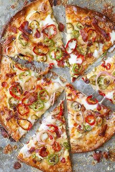 Don't you just love pizza? Then you would definitely enjoy making your pizza at home, and the feeling of eating that fresh out of the oven pizza is simply irresistible. Here are some of the best pizza recipes you must try at home. Jalapeno Poppers, Jalepeno Popper Pizza, Pizza Au Bacon, Pizza Pizza, Pizza Dough, Bacon Bacon, Pizza Rolls, Flatbread Pizza, Pizza Facil