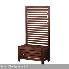 """Die Banktruhe mit Wandpaneel """"Äpplarö"""" besteht aus massiver Akazie und ist bei Ikea erhältich. Maße: 80x44x158 cm"""