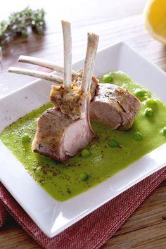 Carrè di agnello su crema di piselli: scenografico, elegante e raffinato. Perfetto per stupire i tuoi ospiti!  [Rack of lamb on peas puree]