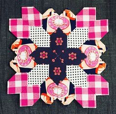 @katebasti's fussy cutting is 👌👍👏😍🎉! Happy Fri-yay everybody! #repost #cottonandsteel #trinketfabric #checkersfabric