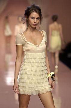 Couture Fashion, 90s Fashion, Runway Fashion, High Fashion, Fashion Show, Vintage Fashion, Fashion Outfits, Fashion Design, Milan Fashion