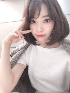 Sakura with white t-shirt so cool. Yuri, Korean Best Friends, Sakura Miyawaki, Japanese Girl Group, Fandom, Pretty Asian, The Wiz, Ulzzang Girl, Kpop Girls
