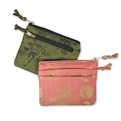 Cute wallet for holding your ID, credit cards, money and some change in the side pocket. It can also carry your keys to prevent it from scratching other things in your purse. Great and affordable to include in gift bags for your girlfriends! *For more information, please contact us before purchase.