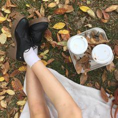 Girl Falling, Falling Down, Autumn Cozy, Fall Winter, Herbst Bucket List, Season Of The Witch, Autumn Aesthetic, Best Seasons, We Fall In Love