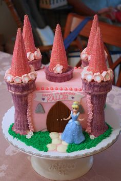 How adorable is this princess castle cake???  It's four layers of chocolate cake covered with vanilla buttercream frosting, with decorations...