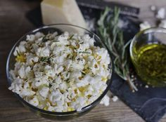 Warm popcorn drizzled with rosemary & peppercorn olive oil and topped with freshly shaved parmesan. Rosemary Parmesan Popcorn is the perfect healthy snack.