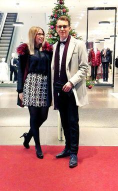 Outfit der Woche! Sophia: transparente Bluse: Milano – BH: Chantelle – Pailletten-Rock: s.Oliver – Mantel mit Fellkragen & Kontrastfutter: Cinque – Strumpfhose: Falke // Justus: Hemd: Olymp – Sakko aus Schurwolle & passende schmale Hose: Drykorn – sandfarbener Kurzmantel: Scotch & Soda – Fliege: Michaelis – Schal: pn'a – Lederhandschuhe: Roeckl #fashion #ootw