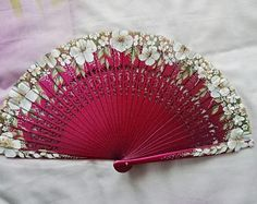 Range of deck White Pearl, detail painting acrylic and gold Antique Fans, Vintage Fans, Vintage Ladies, Flower Line Drawings, Hand Held Fan, Hand Fans, Chinese Fans, Park Jimin Cute, Old Technology
