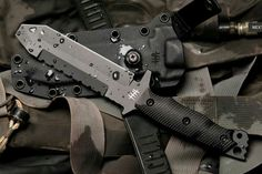 The MUK01-G (Mid Urban Knife G10) has dual design purposes, as an EOD multi tool and as a dive knife alternative.
