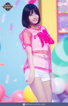 Twice-Momo 180416 M! Kpop Girl Groups, Korean Girl Groups, Kpop Girls, Stage Outfits, Kpop Outfits, Nayeon, Twice What Is Love, Love Stage, Rapper