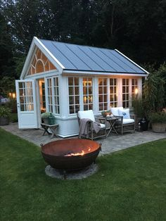Love this for a pool house! Love this for a pool house! Greenhouse Shed, Small Greenhouse, Greenhouse Gardening, Pallet Greenhouse, Window Greenhouse, Greenhouse Wedding, Outdoor Rooms, Outdoor Living, Shed Conversion Ideas