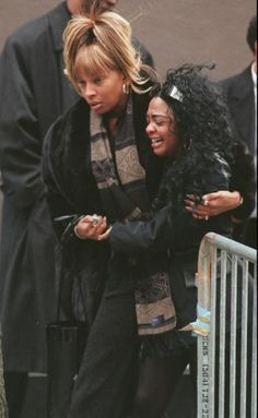 Mary J. Blige & Lil Kim at Notorious BIG's funeral, 1997