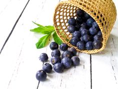 Healthy blueberry smoothie - www.tineathome.com