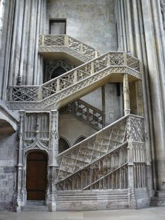 Escalier droit (facade extérieure)