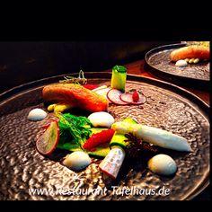 Lauwarmer Lachs   Japanischer Spargel   Alge   Wasabi   Chili-Kaviar http://www.restaurant-Tafelhaus.de