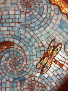 dragonflies ~ and mosaics. Two of my favorites Mosaic Crafts, Mosaic Projects, Mosaic Art, Mosaic Glass, Mosaic Tiles, Stained Glass, Glass Art, Paper Mosaic, Mosaic Garden