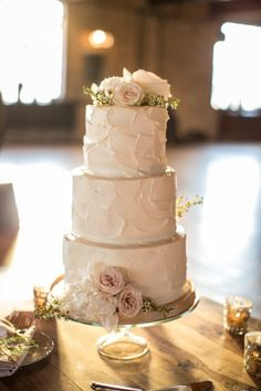 White cake with roses: http://www.stylemepretty.com/2014/11/21/whimsical-summer-chicago-wedding/ | Photography: Cristina G - http://cristinagphoto.com/