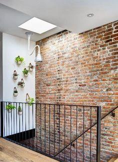 Znalezione obrazy dla zapytania ściana przy schodach