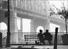 Manhattan-Manhattan:  En casi cualquier película neoyorkina de Woody Allen es presumible ver el EmPIre State Building. En su éxito de 1979 apareció.