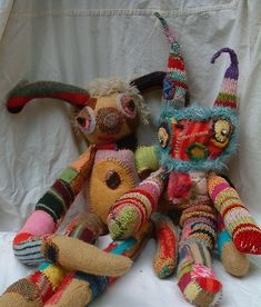 -REcyCLed Sweaters Great idea to give your old sweaters a celebratory end. Recycled sweater creatures by Kat O'Sullivan See it Softies, Monster Dolls, Fabric Crafts, Sewing Crafts, Sewing Projects, Alter Pullover, Recycled Sweaters, Old Sweater, Sock Animals