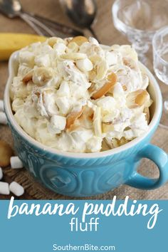 Banana Pudding Fluff - This Banana Pudding Fluff recipe is a fun and easy twist on a Southern classic! -Potluck Banana Pudding Fluff - This Banana Pudding Fluff recipe is a fun and easy twist on a Southern classic! Fluff Desserts, Köstliche Desserts, Delicious Desserts, Dessert Recipes, Yummy Food, Recipes Dinner, Breakfast Recipes, Pudding Desserts, Potluck Recipes