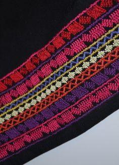 Kup mój przedmiot na #vintedpl http://www.vinted.pl/damska-odziez/krotkie-sukienki/17592876-czarna-sukienka-w-kolorowe-wzory-hm