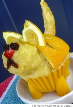 Dog carved from lemons See More at http://www.cooki.li/ -