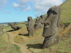 I've always loved these, I have no idea why! Easter Island Moai, Easter Island Statues, Cloud Island, Full Hd Wallpaper, Landscape Wallpaper, Pacific Ocean, Places To Visit, Clouds, Vacation