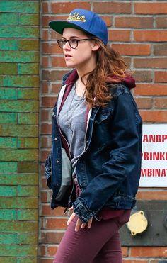 Kristen Stewart Has No Problems Kristen Stewart Pictures, Kirsten Stewart, Kirsten Dunst, Girls With Glasses, Beautiful Actresses, Street Style, Female, Celebrities, Celebs