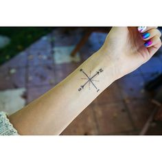 Wind rose tatoo, pretty and minimalistic. Love it! <3