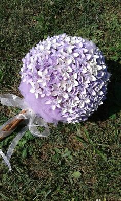 Bouquet glicine con cannella Wedding Bouquets, Wedding Favors, Wedding Flowers, Wedding Crafts, Flower Ideas, Paper Flowers, Reflection, Birthday, Party
