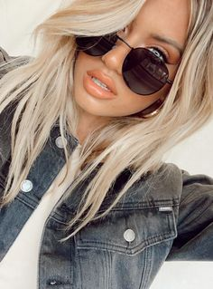 Girl With Sunglasses, Sunglasses Shop, Sunglasses Online, Sunglasses Women, Summer Sunglasses, Casual Hairstyles, Pretty Hairstyles, Pretty Blonde Hair, Fashion Eye Glasses