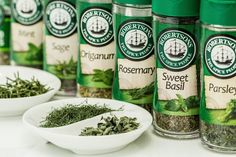 Learn the entire process of growing your own herbs! From how to start seeds indoors to turning them into amazing dried spices - and everything in between! Weight Loss Herbs, Herbal Weight Loss, Weight Loss Tea, Best Weight Loss, Lose Weight, Salsa Fresca, Instant Money, Sweet Spice, Can Dogs Eat
