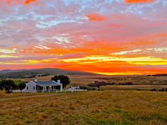 There is nothing like going on a weekend farm breakaway to recharge the batteries. Here are the 11 Top Farm Stays in the Western Cape. Flower Landscape, Landscape Photos, Landscape Paintings, Fishermans Cottage, Barn Pictures, Homestead Farm, Farm Projects, Farm Cottage, Farm Stay