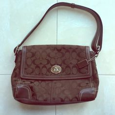 Brown Coach Purse Brown Coach shoulder bag! In excellent condition. 100% authentic! Make an offer! Coach Bags Shoulder Bags