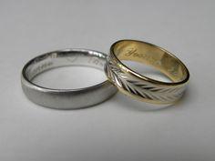trouwringen 18 kt goud voor hem wit goud Mat en voor haar 2 kleuren. ringen aan de binnenkant gegraveerd met vingerafdruk van hun zoontje.