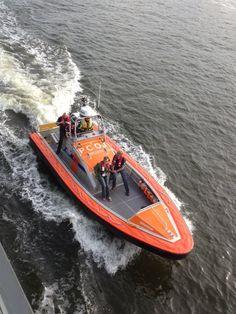 Reddingboten Lauwersoog  Foto gemaakt door Regina van Raalte vanaf de Supperclub te Amsterdam.