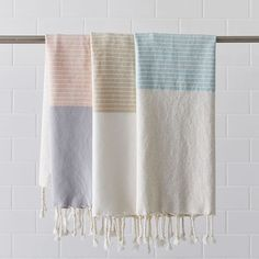 Woven with metallic threads for a hint of shine throughout, our Colorblock Hammam Hand Towels are made of organic Turkish cotton, prized for its soft texture and ultra absorbent qualities. Perfect for the bathroom vanity, these are also monogramma… Linen Towels, Hand Towels, Bed Linen, Frame Wall Decor, Frames On Wall, Bath Linens, Room Planning, Bedding Shop, Custom Rugs