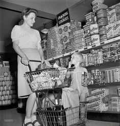 "May ""Greenbelt, Maryland. Shopping in the cooperative grocery store."" Do we have enough cookies? Medium-format nitrate negative by Marjory Collins for the Office of War Information. Oscar Wilde, Shorpy Historical Photos, Vintage Housewife, 1950s Housewife, Up Book, High Resolution Photos, Photo Archive, The Good Old Days, Vintage Pictures"