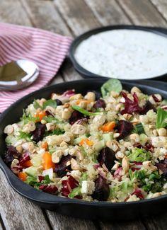 Quinoasalat med bakte rødbeter og fetaost - lindastuhaug Bon Appetit, Cobb Salad, Quinoa, Dinner, Food, Red Peppers, Dining, Food Dinners, Eten