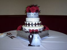 Black and white with red roses! Classic!