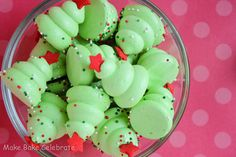 Christmas Tree Meringue - Pipe with Round Tip Add Sprinkles Top with a Candy Confetti Star = Too Cute Cookie for the Holiday Season christmas baking ideas easy Xmas Food, Christmas Sweets, Christmas Cooking, Christmas Candy, Diy Christmas, Holiday Cookies, Holiday Treats, Holiday Recipes, Candy Recipes