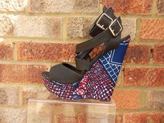 Escarpins à talons hauts plateformes style ethnique tendance tribale en tissu africain wax ankara. Retrouvez toute les sélections de mode africaine sur le blog de CéWax: https://cewax.wordpress.com/tag/selection/
