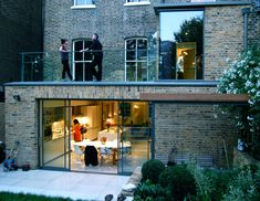This project set out to reconfigure and extend the lower ground floor of this substantial Islington town house, creating a more united house and… Brick Extension, Single Storey Extension, House Extension Design, Rear Extension, Basement Flat, Open Plan Kitchen Dining Living, London Townhouse, Roof Light, House Extensions