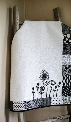 Black and White Modern Baby Quilt Blanket, Homemade Baby Quilts, Nursery Bedding, Crib Bedding, Baby Shower Gift, Patchwork Baby Quilts - http://babyfur.net/black-and-white-modern-baby-quilt-blanket-homemade-baby-quilts-nursery-bedding-crib-bedding-baby-shower-gift-patchwork-baby-quilts.html