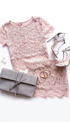 El rosa es mi color favorito . Me gusta mucho esta pieza de equipo. Me gustaría usar estos camisa rosa y falda con los zapatos grises a una fiesta.